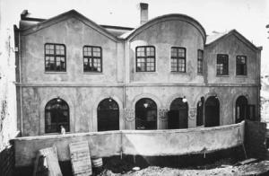 Glæsileg bygging Nýja Bíós var vígð árið 1920.